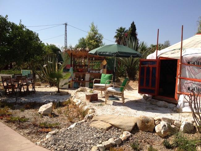 Yurt met eigen terras en open keuken op glamping Finca Fahala