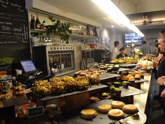 Pinxos in pintxos bar Zeruko (San Sebastian, Spanje)