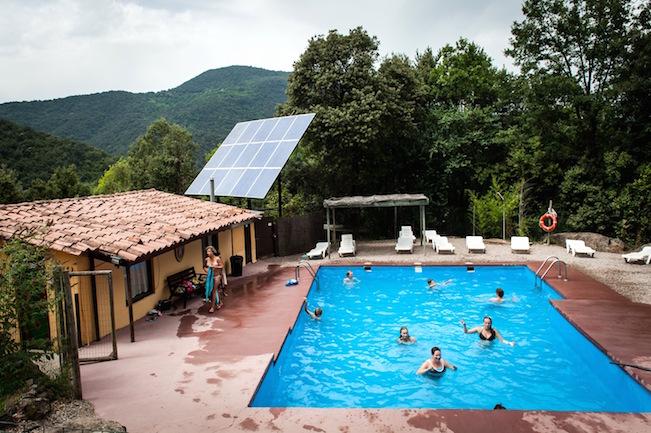 Zwembad en zonne-energie op de Nederlandstalige camping Manso Coguleras