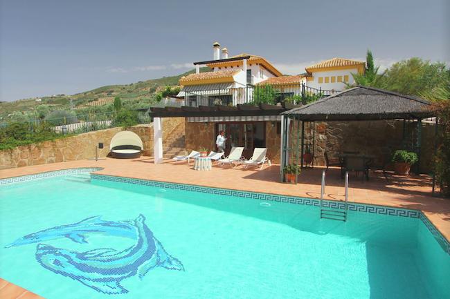 Zwembad van luxe vakantiehuis Los Chaparros in het binnenland van Málaga (Andalusië)